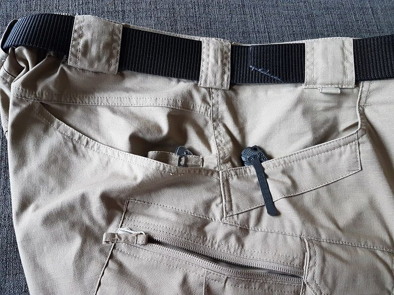 The front pockets have strengthened edges which allows you to attach any gear with clips, be it a torch or a multitool. You can stay assured that your pocket edges won't suddenly tear.
