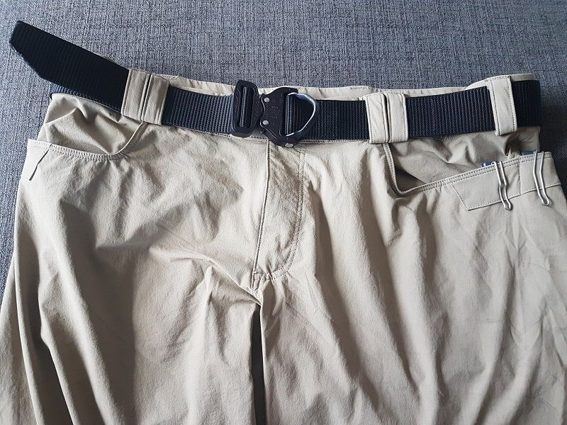 The 50mm wide belt loops are fitted for a wide and sturdy gun belt, capable of adequately supporting holster...being a bit too wide giving it a more tactical look if one is to bend over or be in a situation where one's belt line can be seen.