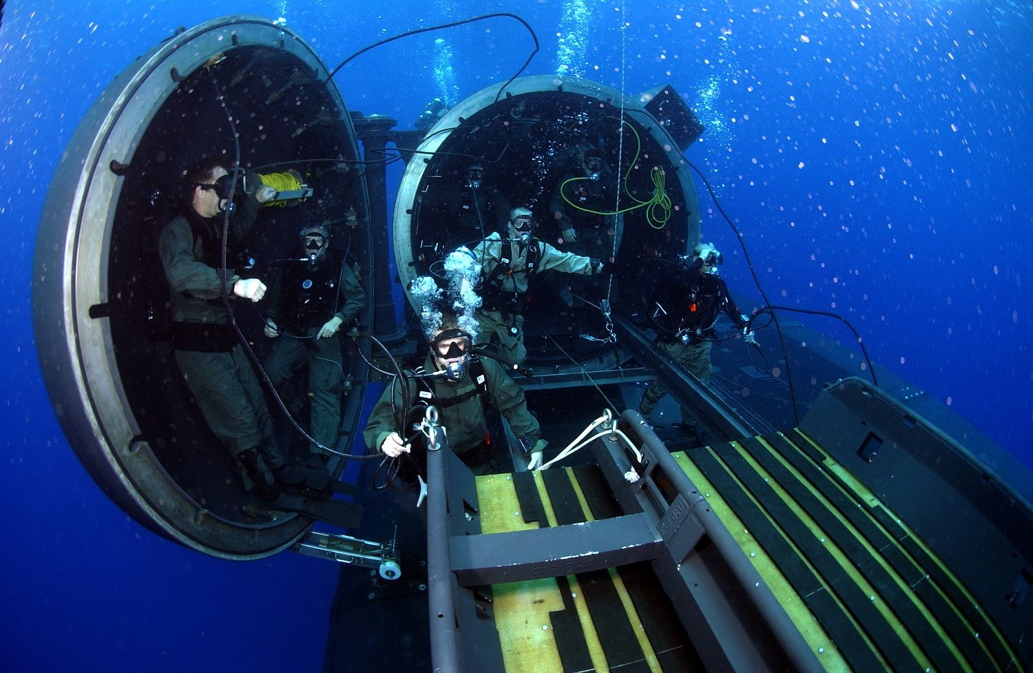 Navy divers and special operators attached to SEAL Delivery Team 2, perform SDV operations with the OHIO-Class nuclear-powered guided-missile submarine USS FLORIDA (SSGN 728) for material certification. (Photo: DVIDS)