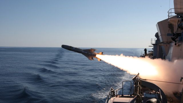 TESEO MK2A firing from DURAND DE LA PENNE Destroyer