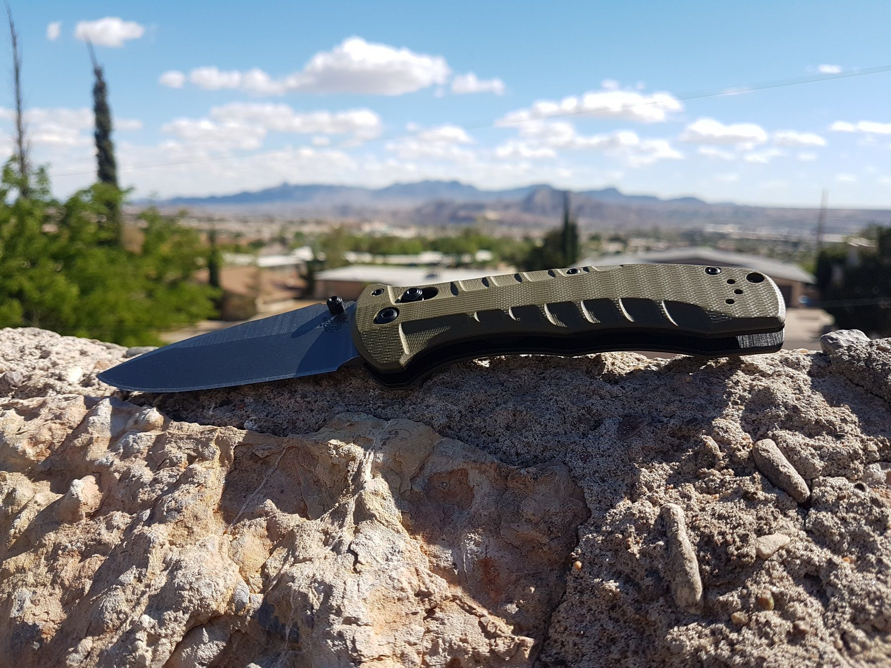 The Benchmade 980 TURRET tactical folding knife is a very large 100% ambidextrous Axis lock folder with a 9.40cm (3.7in) drop point blade of CPM-S30V steel, 3.150mm (0.124in) thick.