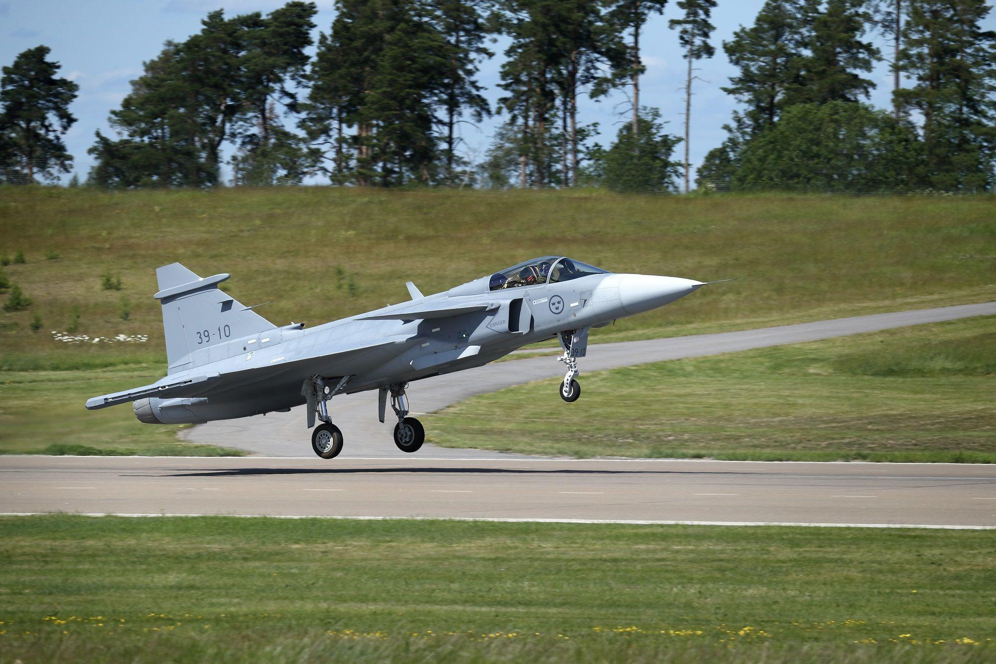 Third GRIPEN E aircraft taking off. (Photo: Saab)