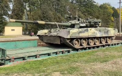 Russian T-80U Seen With DROZD-2 APS